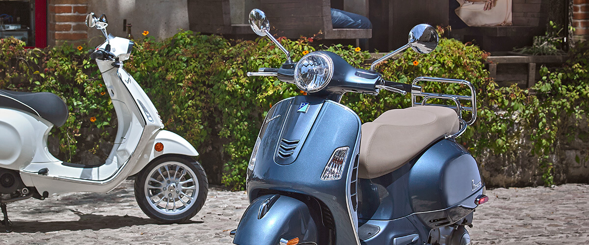 Modelo Vespa GTS 300 Azul