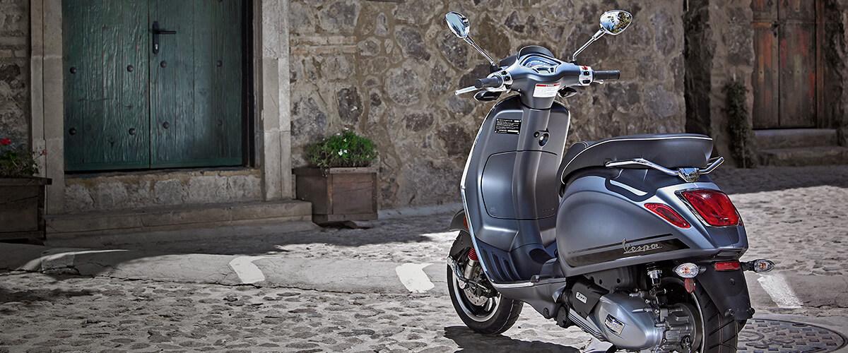 Moto con diseño deportivo